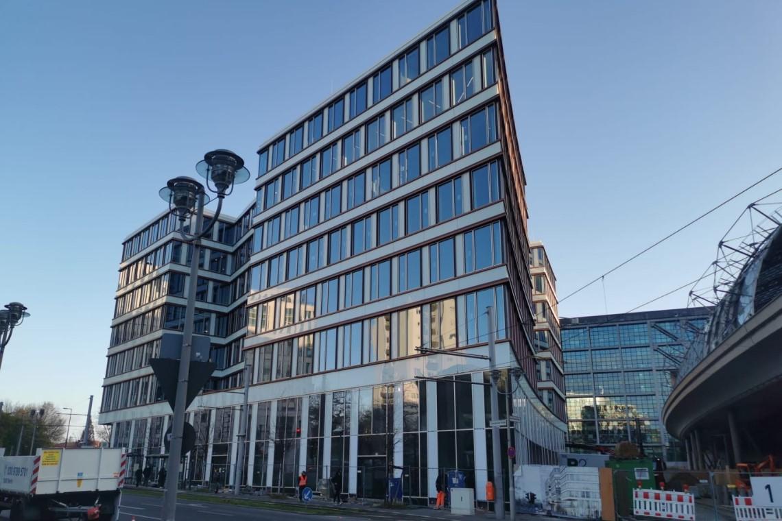 Grand Central Berlin mit Blick von der Straße aus. GCB gewinnt ULI Award.